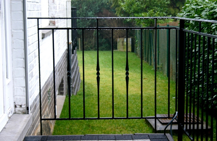 Bienvenue sur le site web de la ferronnerie boussalaa for Escalier balcon exterieur